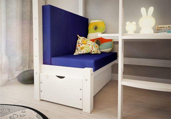 biała szuflada w łożku piętrowym