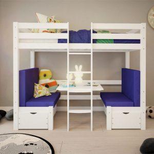 białe łóżko pietrowe ze stolikiem