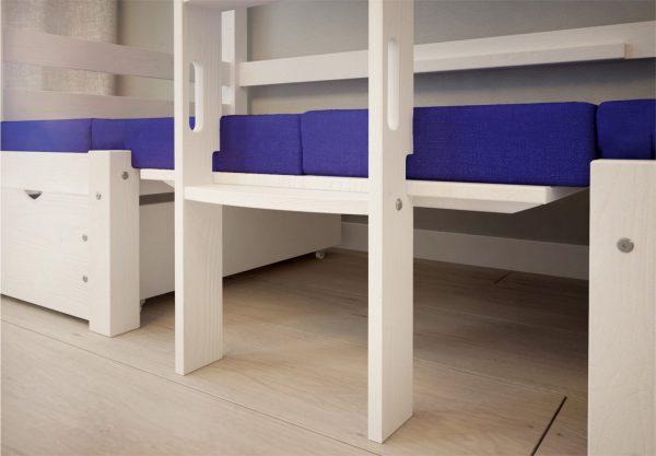 dolna czesc białego łóżka piętrowego