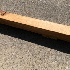 łóżko drewniane z belek